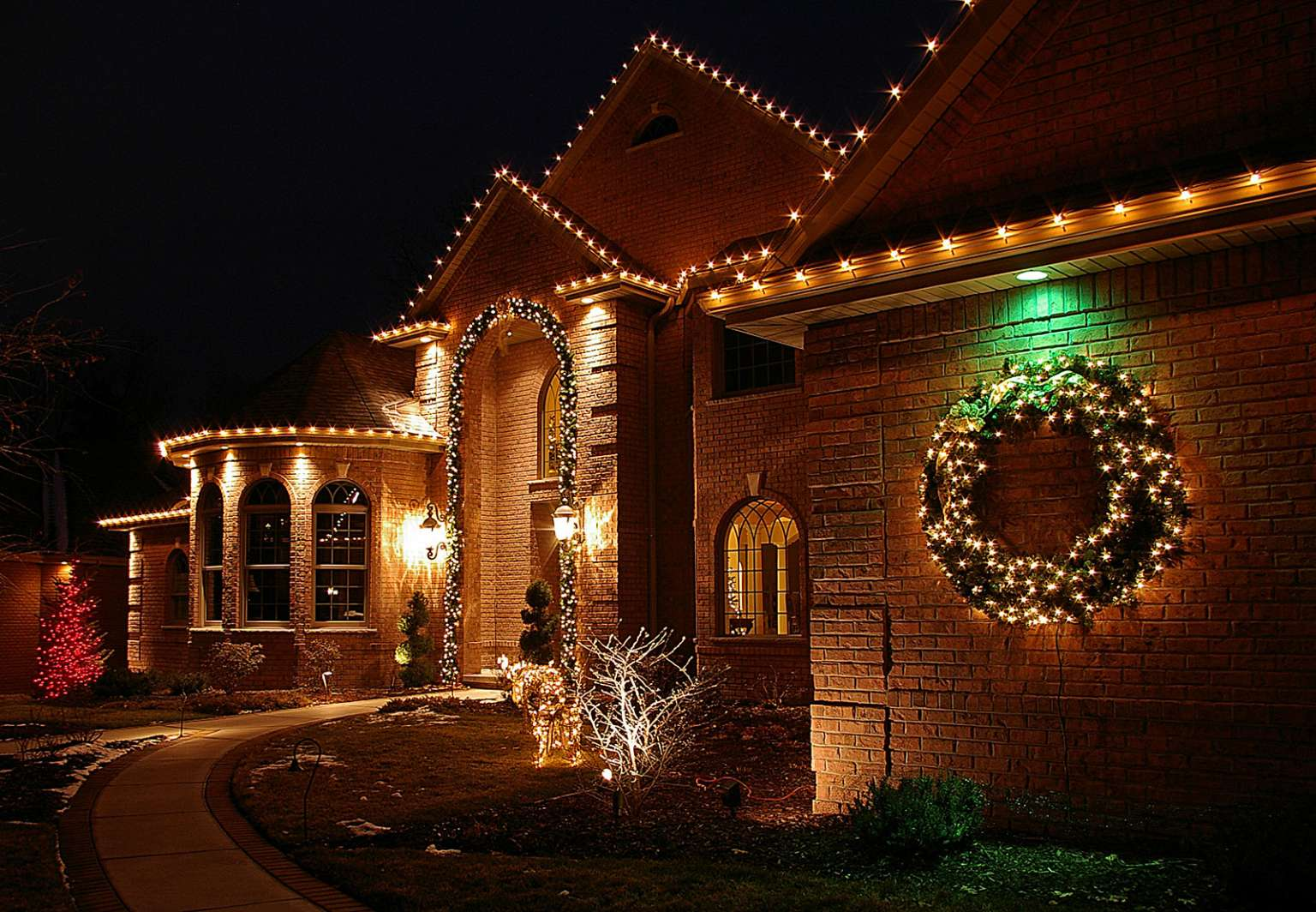 holiday display and seasonal outdoor decorations near green bay wi