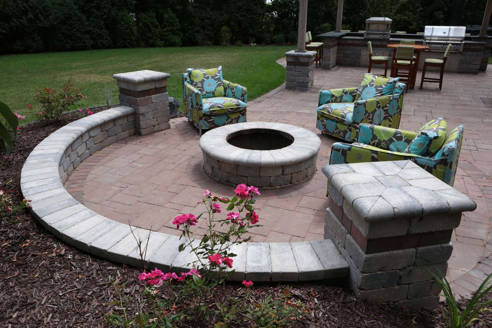 patio seat wall with fire pit in the fox cities wi