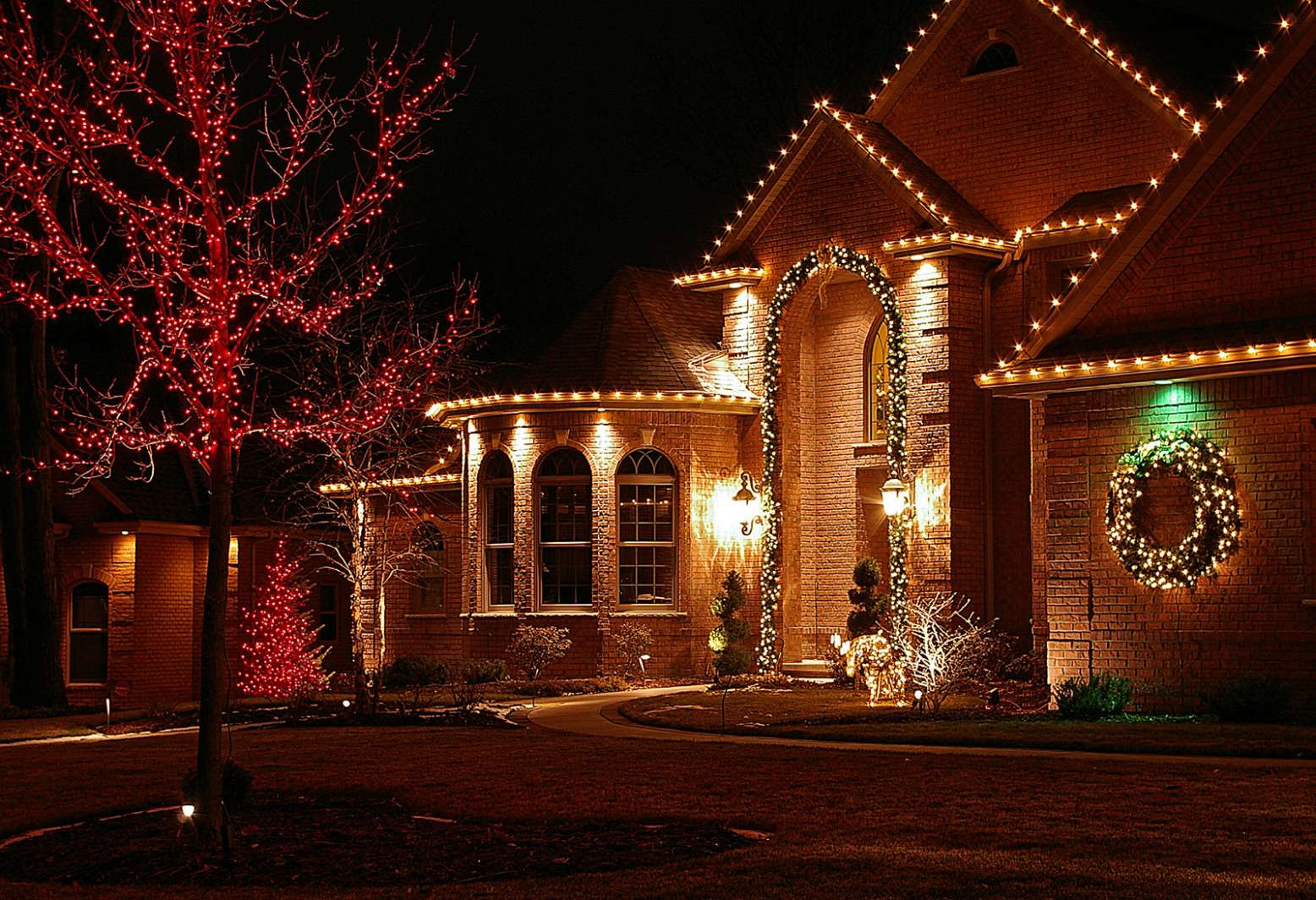 Holiday And Seasonal Lighting In Leton Wisconsin